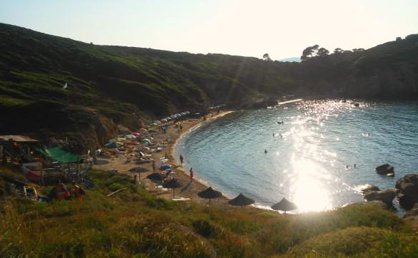Sunčan dan na Krifi Amosu Skiatos Grčka