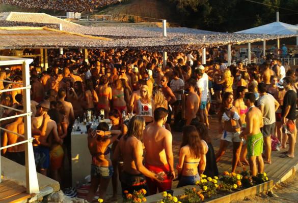 Lude žurke na plaži Banana
