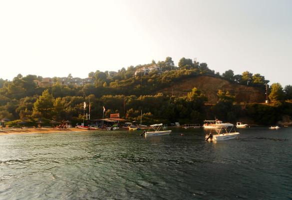 Pogled na plažu Kanapica Skiatos